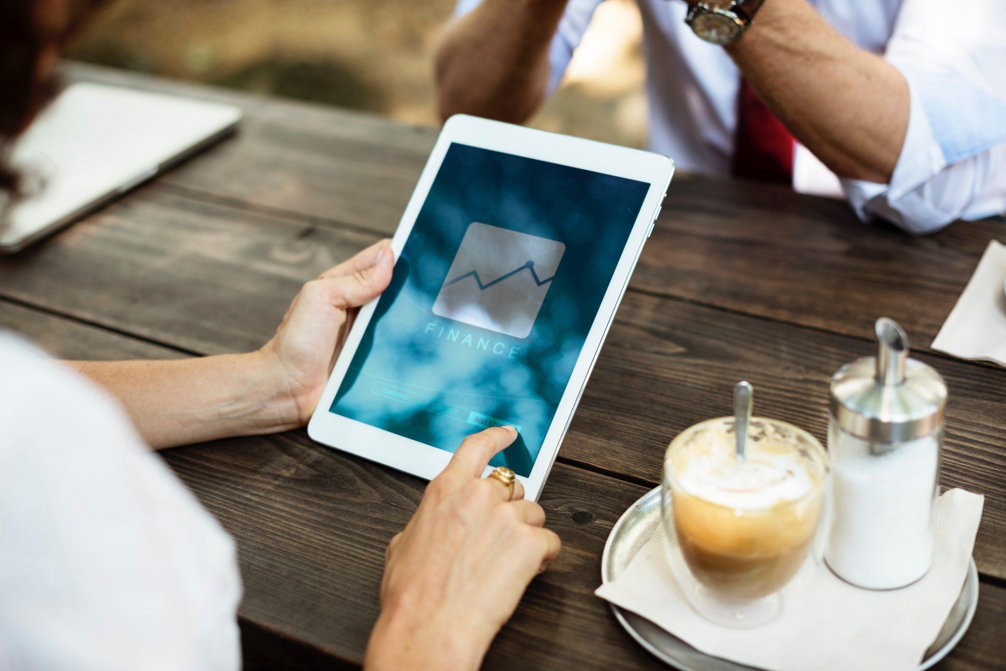 Tablet med overblik over eWallet spillebudget